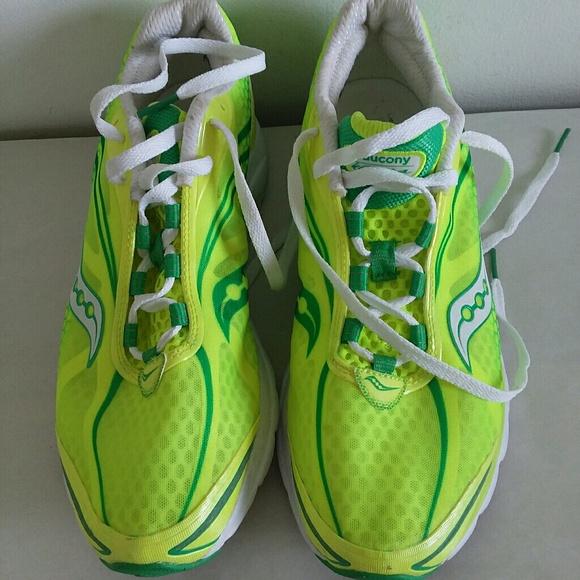 6a25a1fdf582 Saucony progrid kinvara 2 women sneakers sz 11. M 5b578cdb9539f7e9008e6c34